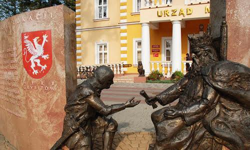 Pomnik przy Urzędzie Miasta w Dębicy